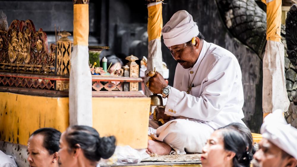 Najpiekniejsze swiatynie Bali Pura Goa Lawah-34
