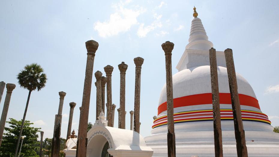 Anuradhapura-Sri-Lanka-spakowana walizka