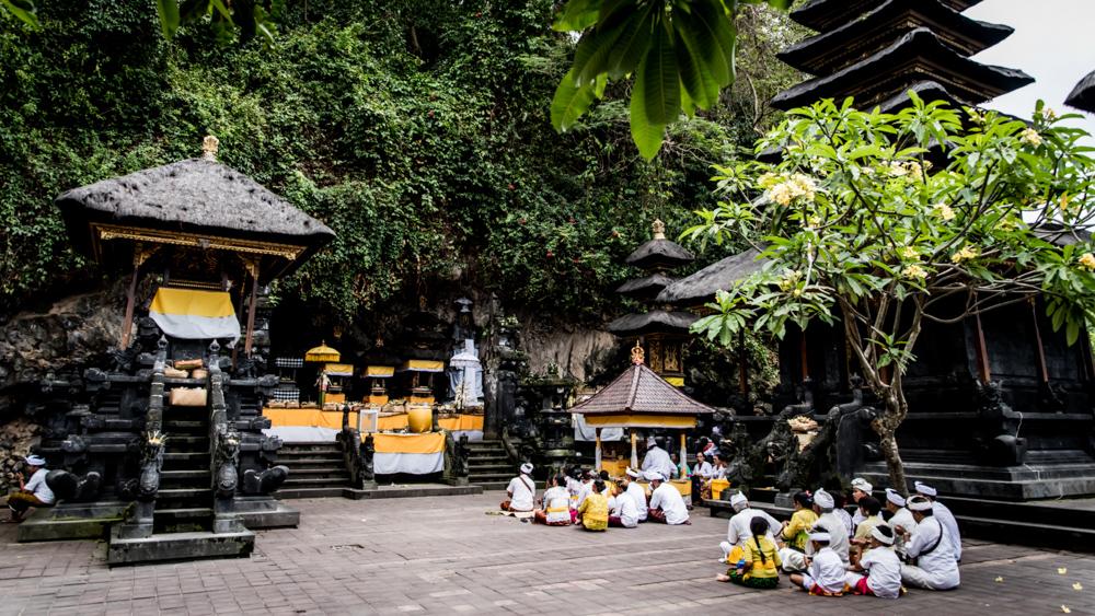 Najpiekniejsze swiatynie Bali Pura Goa Lawah-41