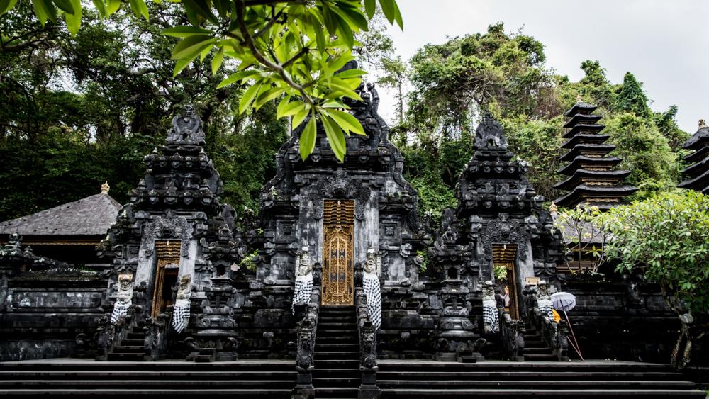 Najpiekniejsze swiatynie Bali Pura Goa Lawah-42