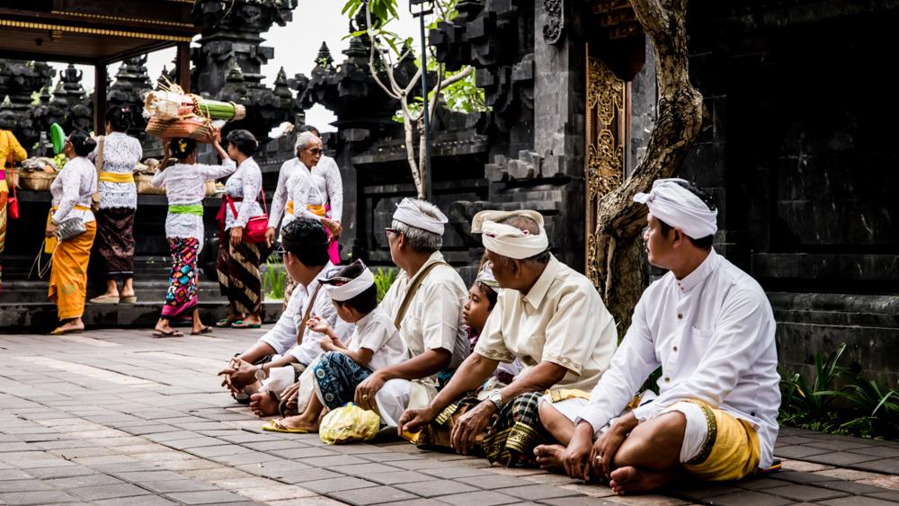 Najpiekniejsze swiatynie Bali Pura Goa Lawah-9