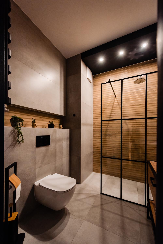 Mała łazienka-czarna-szara-drewniane-plytki-3