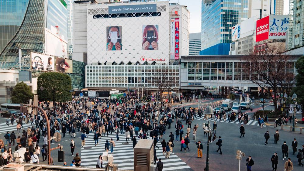dzielnica Shibuya zatloczone skrzyzowanie w Tokio,